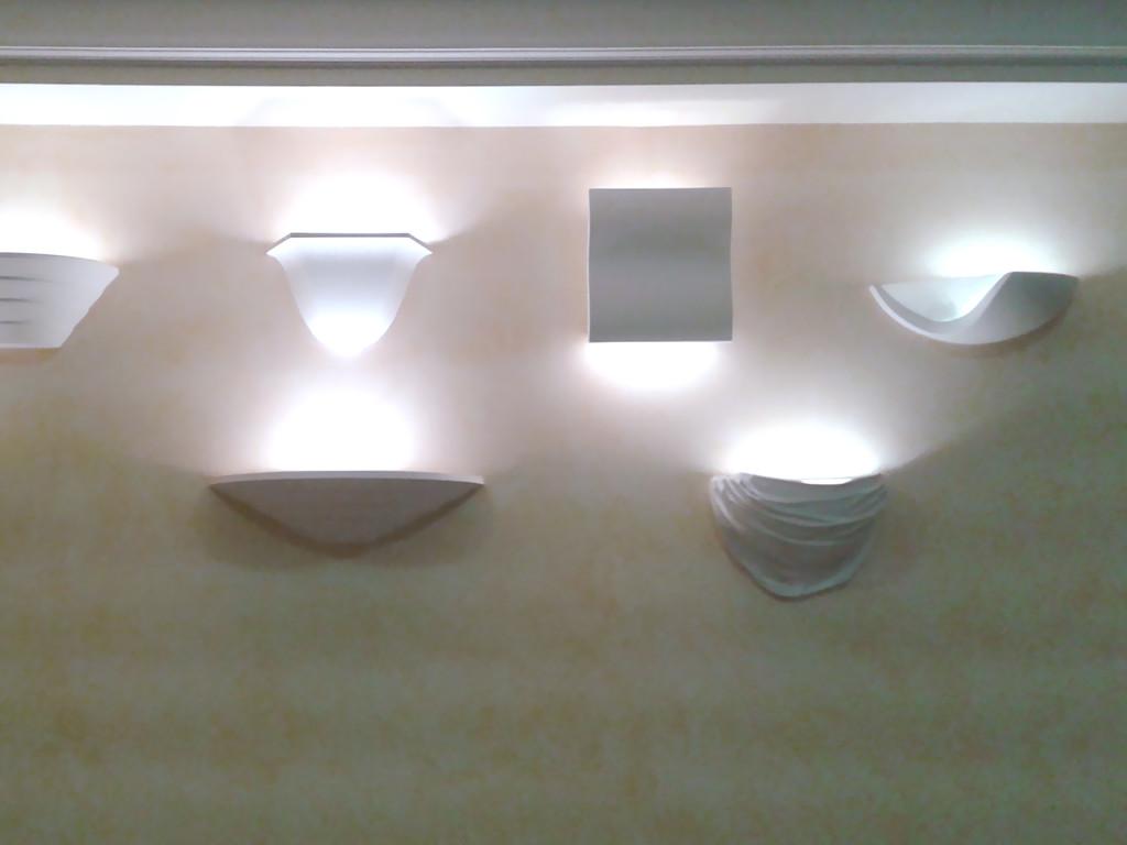 Варианты настенных светильников на одной из фабрик