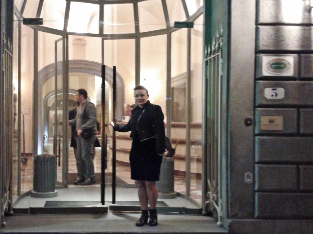 Вход в Grand Hotel Cavour