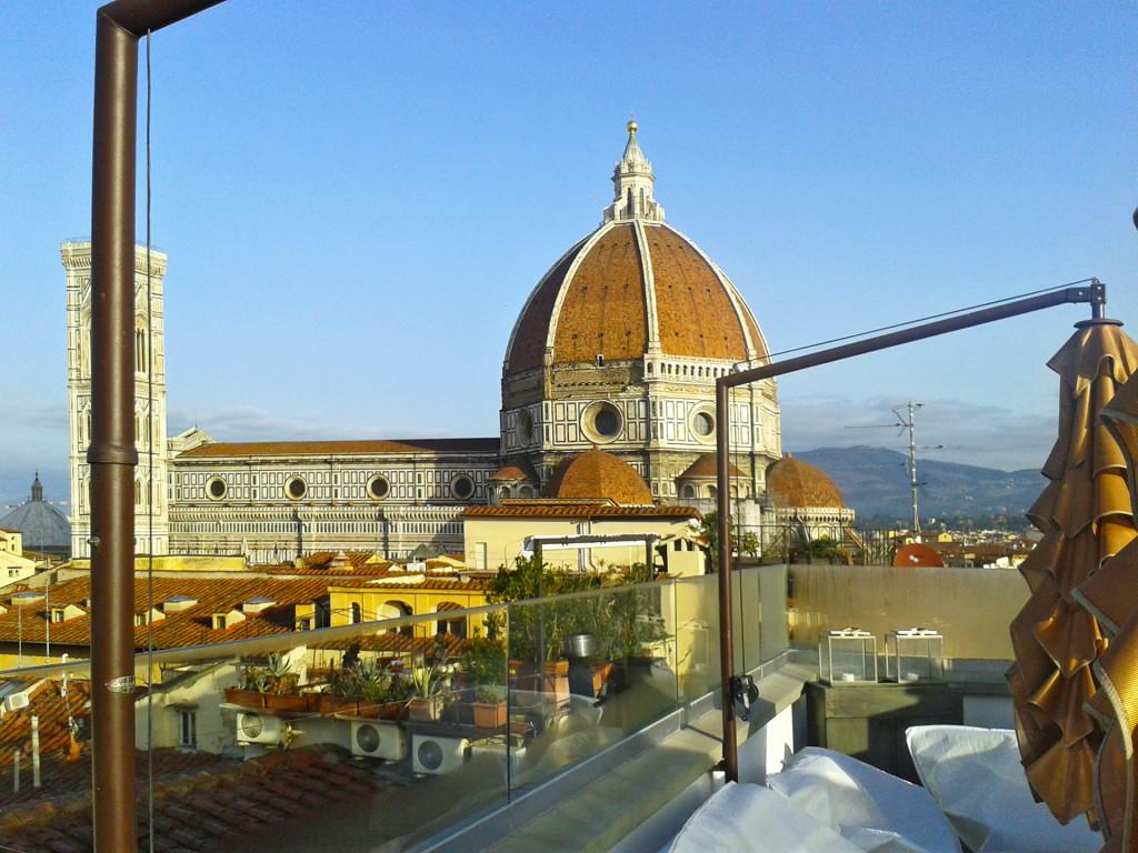 Вид из ресторана отеля на собор Санта-Мария-дель-Фьоре во Флоренции