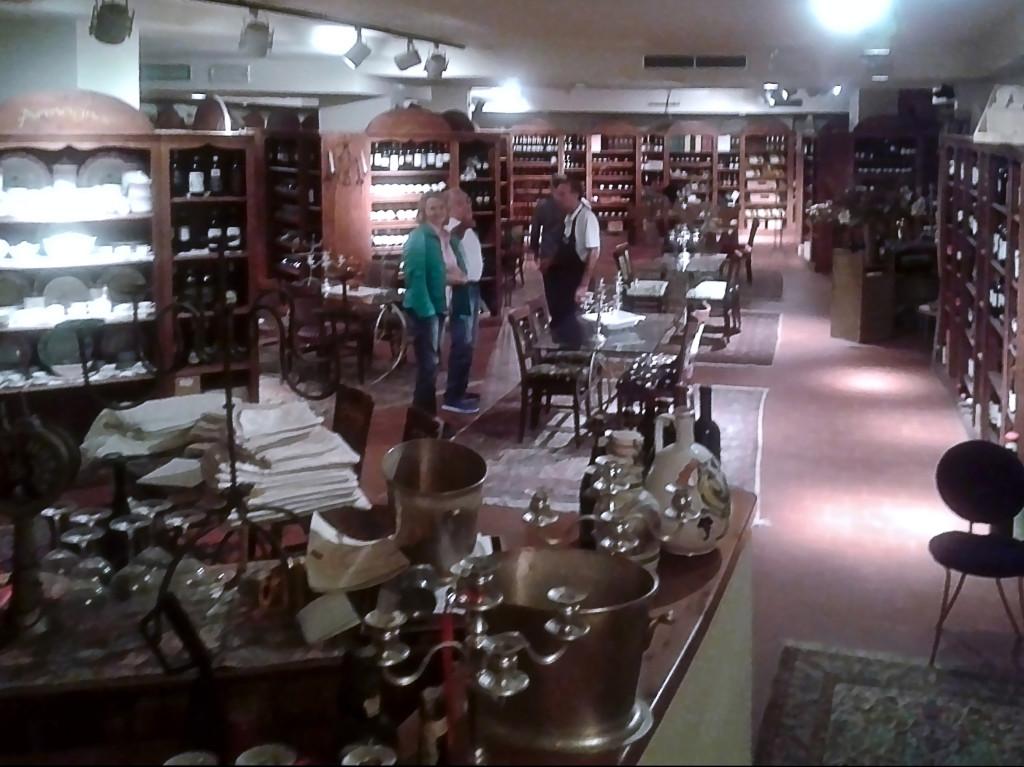 Первый зал энотеки ресторана «LA VITA E' BELLA»