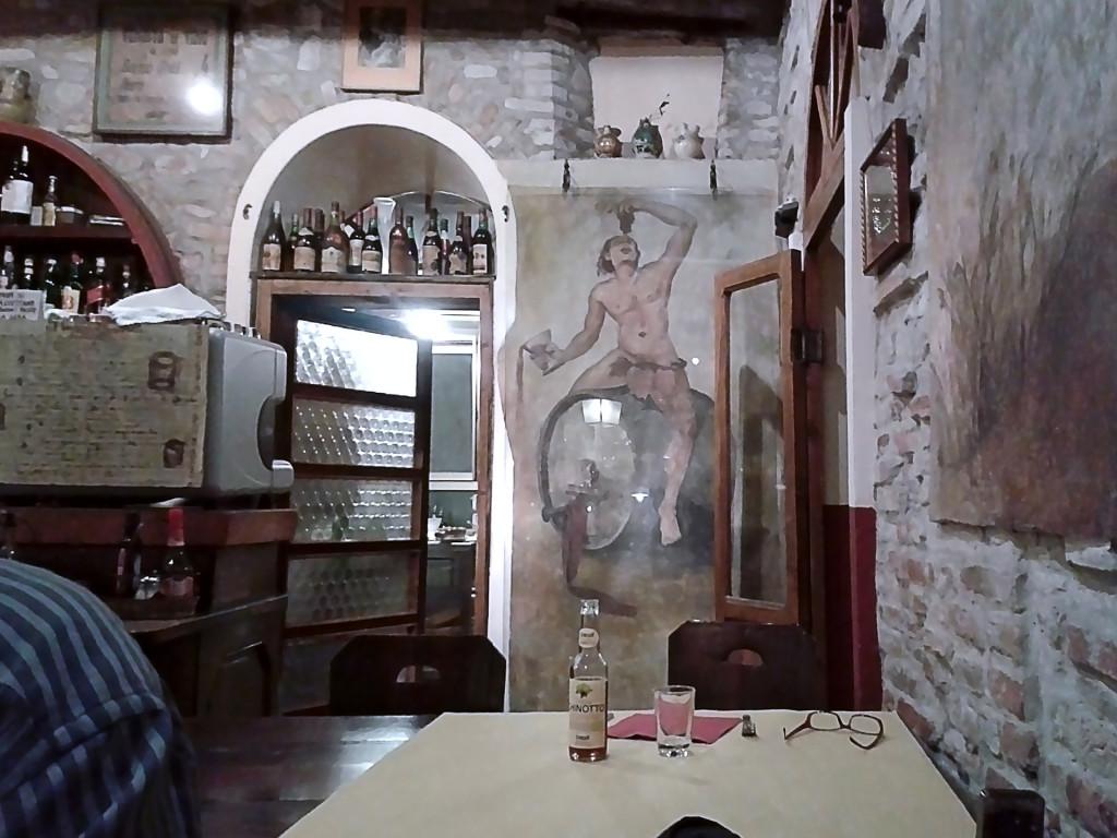 Таверна в здании ХVIII века, перерыв на обед