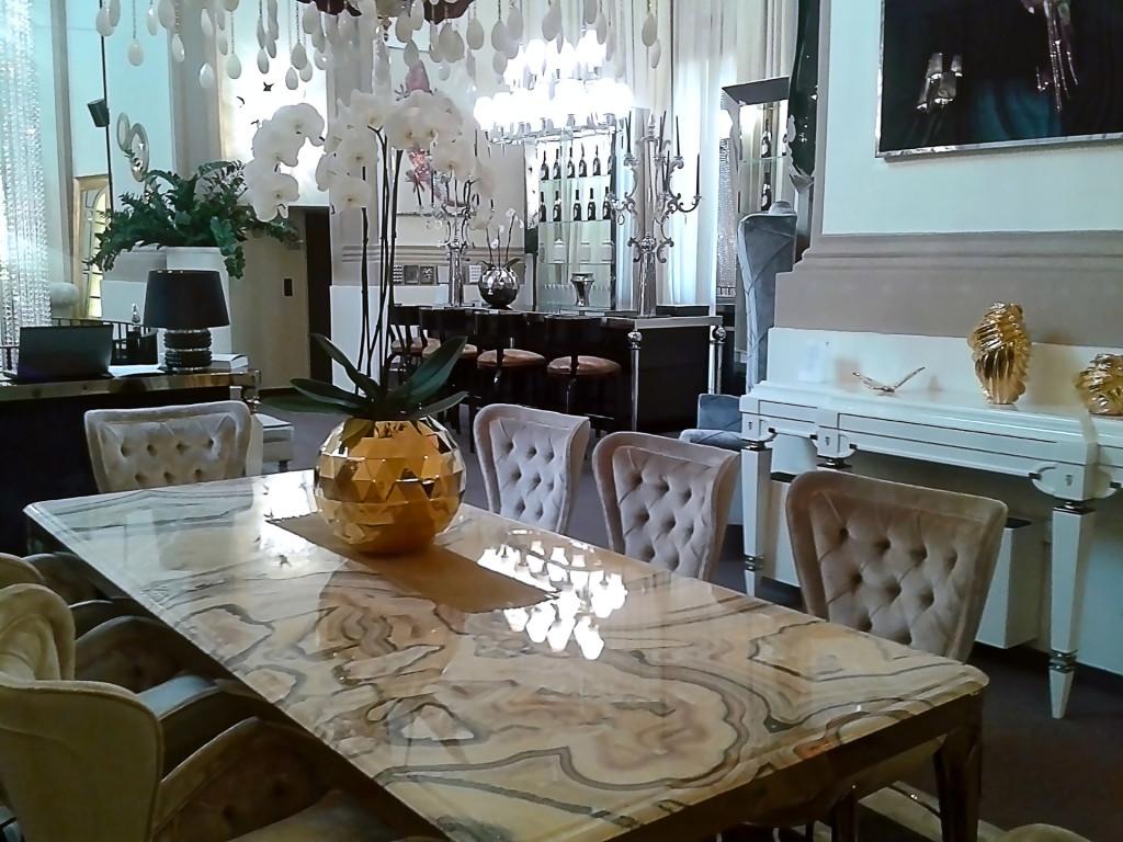Шикарный стол от «IPE CAVALLI»