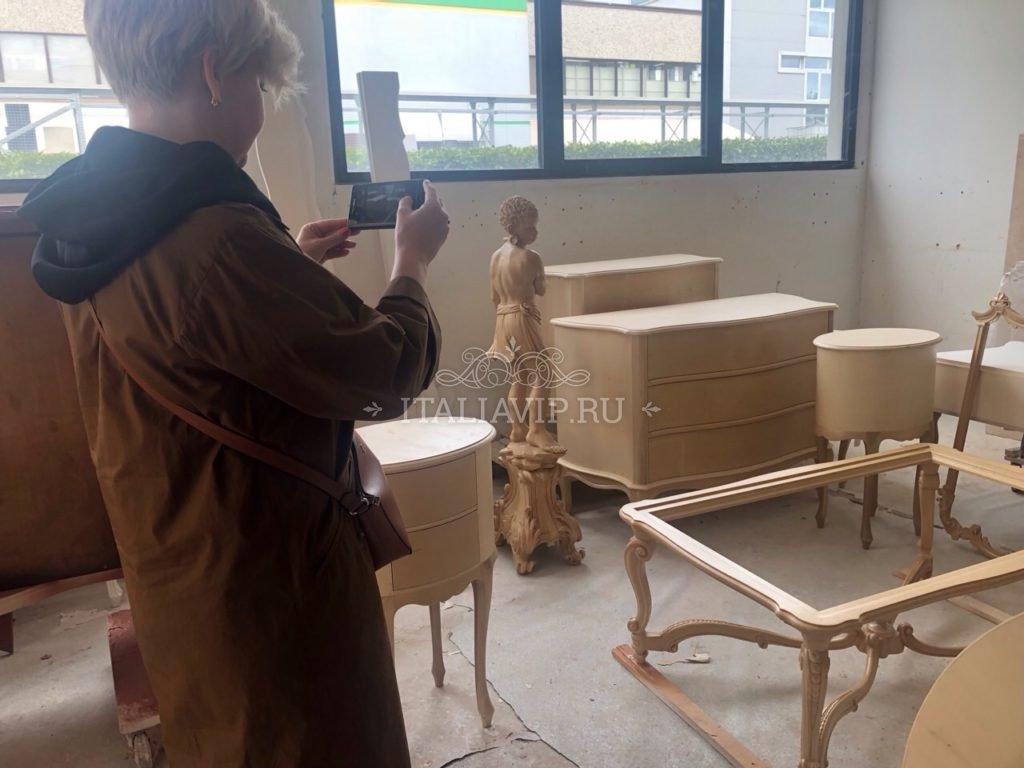 На мебельной фабрике в Италии