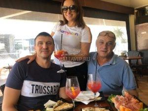 Поездка в Италию за мебелью - обедаем с гостями в ресторане