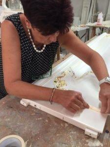 Изготовление итальянской мебели. Золочение мебели